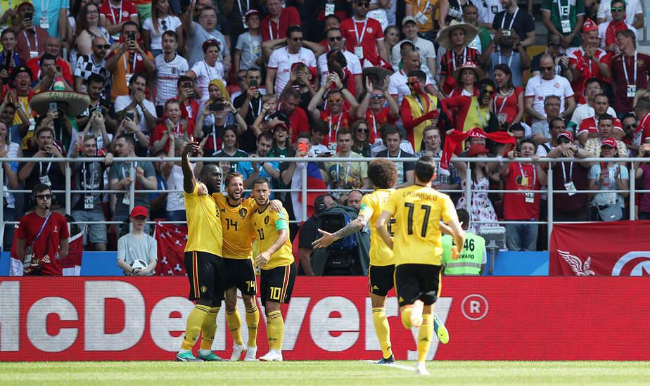 Soccer Football - World Cup - Group G - Belgium vs Tunisia - Spartak Stadium, Moscow, Russia - June 23, 2018   Belgium's Romelu Lukaku celebrates scoring their second goal with team mates           REUTERS/Albert Gea