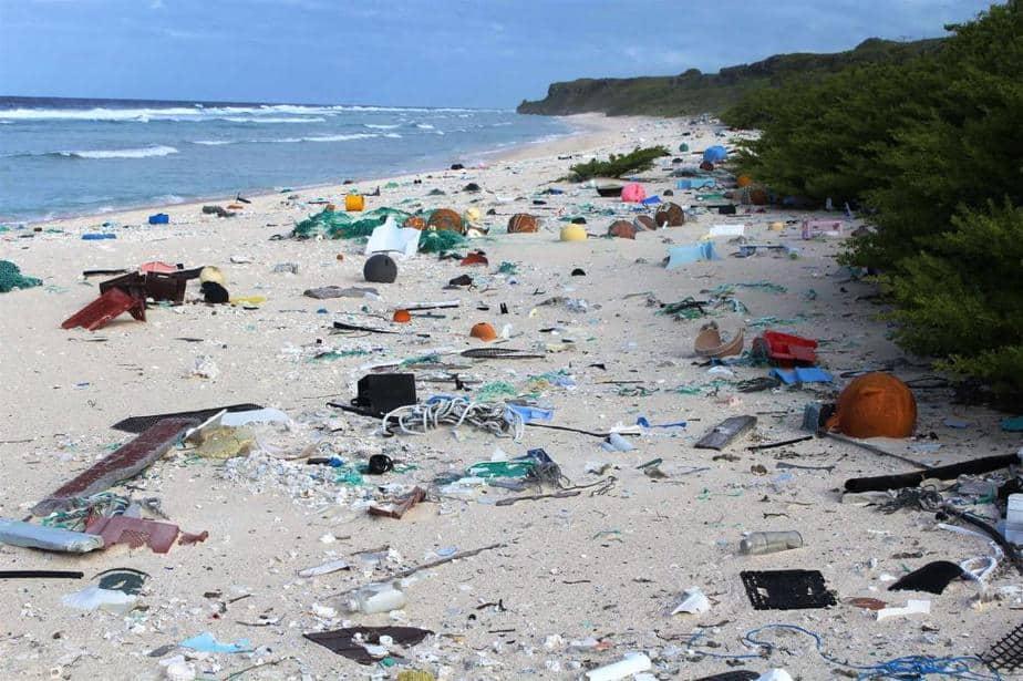 Kenia prohíbe plásticos de un solo uso en áreas naturales