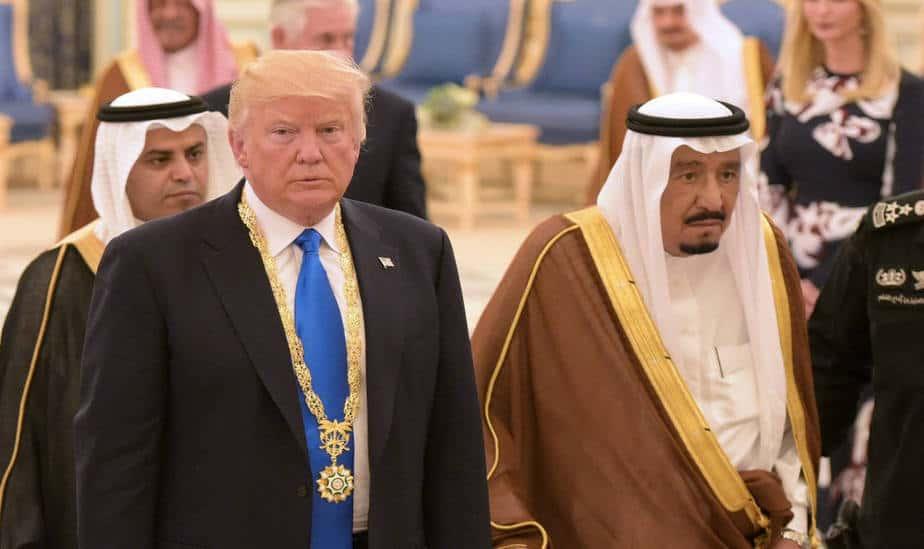 Rey de Arabia Saudita acuerda con Donald Trump elevar más la producción de crudo