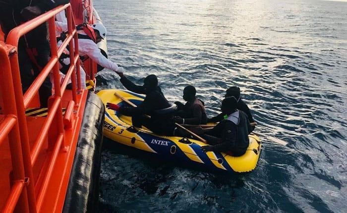 Más de 400 personas rescatadas este sábado en aguas españolas