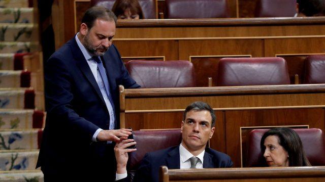 Sánchez pasa al banquillo azul en la primera sesión de Control