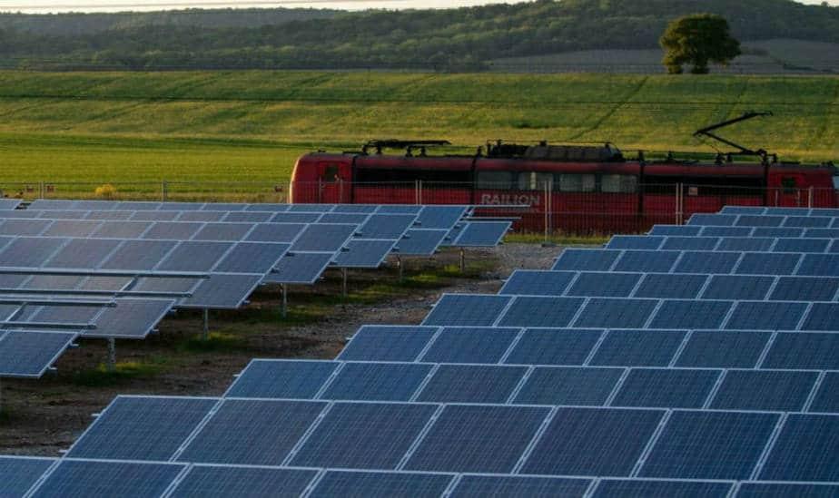 Crecimiento de la energía solar en el Reino Unido se reduce a la mitad por segundo año