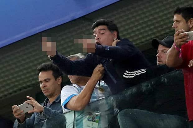 Maradona enfrenta posible veto del Mundial tras su show frente a Nigeria