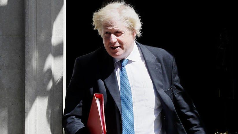 """Boris Johnson renuncia por el """"Brexit blando"""" de Theresa May"""