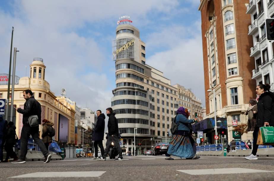 ESPAÑA PATRIMONIO CULTURAL:GRAF5586. MADRID, 04/04/2018.- Vista del edificio capitol, ubicado en la confluencia de las céntricas calles madrileñas, Gran Vía y Jacometrezo e icono de esta arteria de la ciudad, ha sido declarado Bien de Interés Cultural (BIC) por la Comunidad de Madrid, en cateoría de Monumento. Conocido por su cine y su gran neón, el Capitol es uno de los edificios más importantes y significativos construidos en Madrid durante el siglo XX, símbolo de la Gran Vía madrileña a la altura de la plaza de Callao. Se trata posiblemente del máximo ejemplo a nivel nacional de la faceta expresionista del racionalismo arquitectónico. EFE/ Juan Carlos Hidalgo