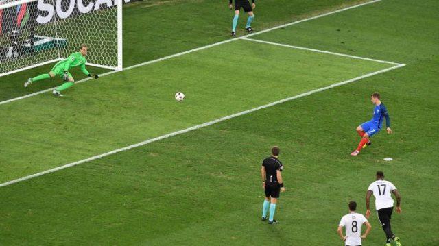 Antoine Griezmann en el punto de penales frente a Alemania