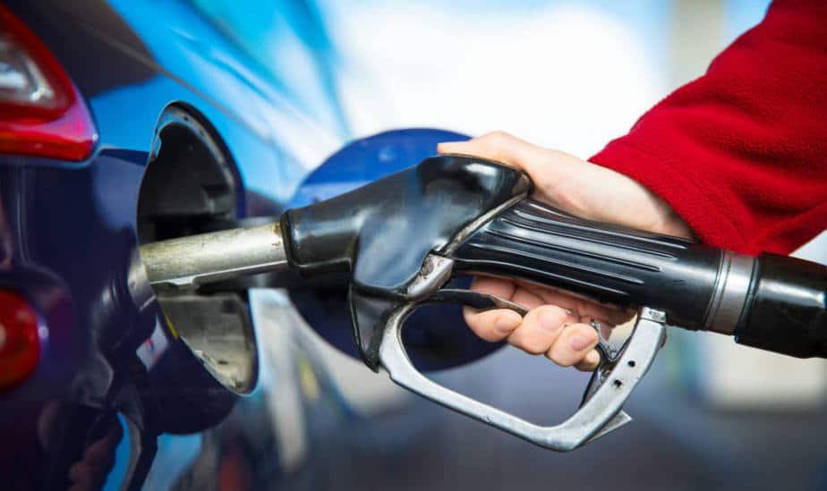 Indefinición del mercado bajó los precios de los carburantes en España
