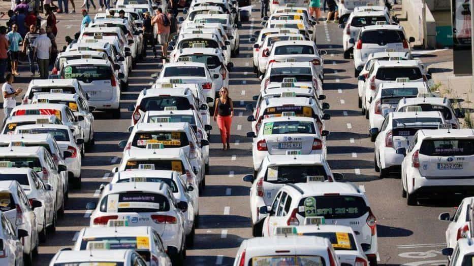 Taxistas en España mantendrán la huelga