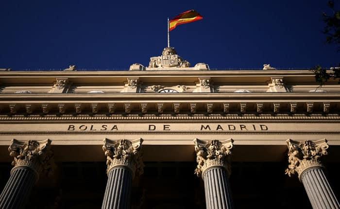 En la imagen, la fachada de la Bolsa de Madrid. REUTERS/Juan Medina
