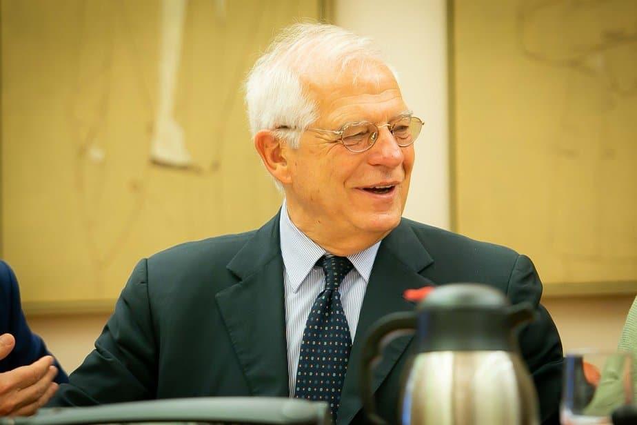 Tardà pide la cabeza de Morenés en el Congreso y Borrell le noquea