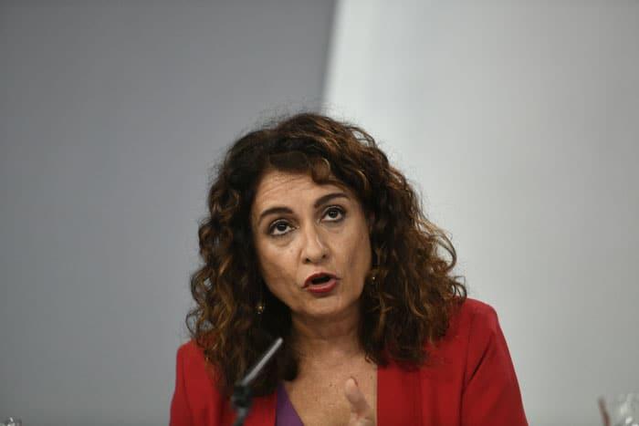 Montero: la subida de impuestos al diésel será progresiva