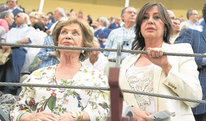 La nieta de Franco se convierte en duquesa en medio de los debates