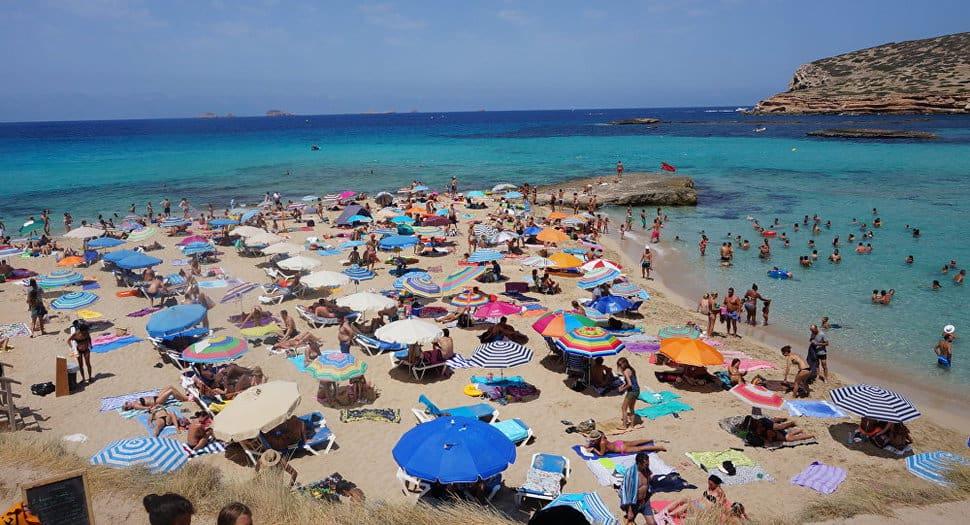 España prevé alcanzar 30,4 millones de turistas internacionales este verano