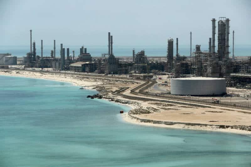 Arabia Saudita retomará sus exportaciones de petróleo por ruta del mar Rojo