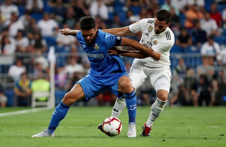 Soccer Football - La Liga Santander - Real Madrid vs Getafe - Santiago Bernabeu, Madrid, Spain - August 19, 2018   Getafe's Jorge Molina in action with Real Madrid's Nacho    REUTERS/Sergio Perez