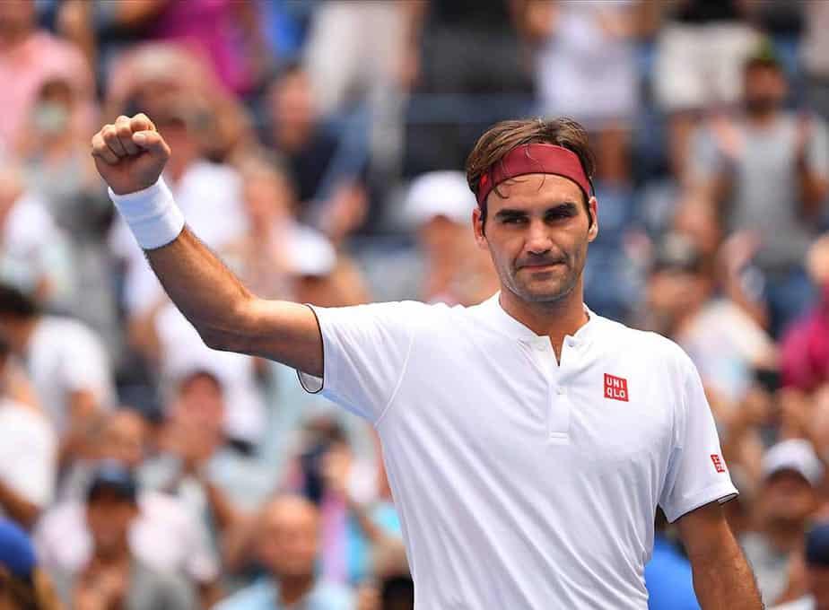 30 de agosto de 2018; Nueva York, Estados Unidos; Roger Federer de Suiza reacciona después de vencer a Benoit Paire de Francia en un partido de segunda ronda en el cuarto día del US Open de tenis de 2018 en el USTA Billie Jean King National Tennis Center. / Robert Deutsch-USA TODAY Sports