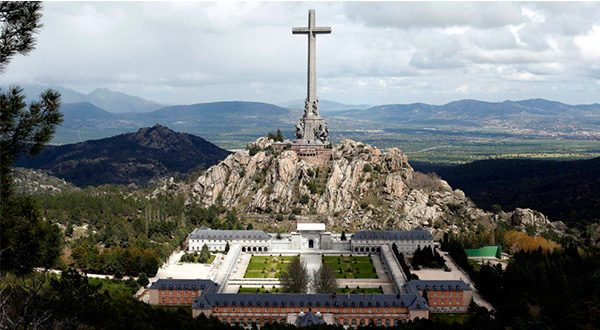 El decreto ley de Exhumación de Franco pasará por el Congreso con la abstención de Ciudadanos y la negativa de PP