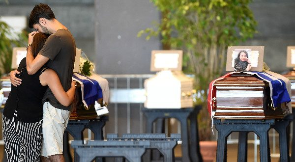 Mientras se realiza el funeral en Génova, las autoridades mantienen operaciones de rescate para encontrar personas desaparecidas