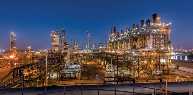 Refinerías estadounidenses operan a niveles casi récord desde al menos 28 años