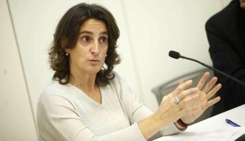 Ministra Ribera se muestra a favor de frenar sondeos de petróleo en el Mediterráneo