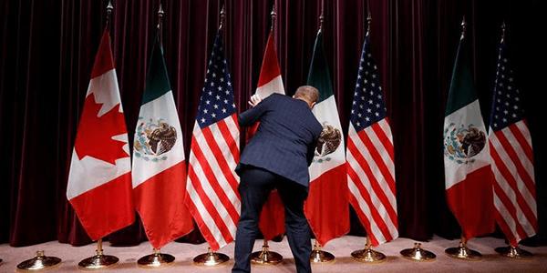 La canciller canadiense elogió el martes las concesiones hechas por México en materia automotriz y laboral cuando regresó a las conversaciones del TLCAN