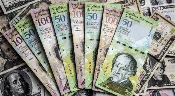 Presidente de Venezuela Nicolás Maduro devalúa el bolivar