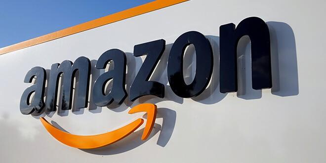 FOTO DEL ARCHIVO: El logo de Amazon se ve en el centro logístico de la empresa en Boves, Francia, el 8 de agosto de 2018. REUTERS / Pascal Rossignol / File Photo