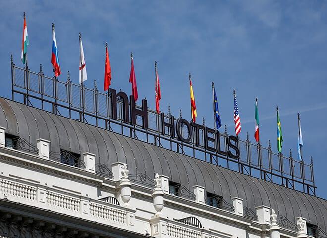 En la imagen de archivo,, un logo de NH Hotel en un hotel de Madrid.  REUTERS/Paul Hanna