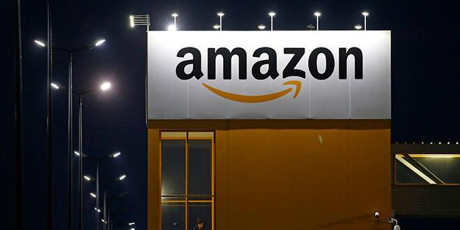 En la imagen de archivo, el logo of Amazon en un centro logístico de la compañía en Lauwin-Planque, Francia. REUTERS/Pascal Rossignol