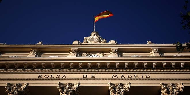 En la imagen de archivo, la fachada de la Bolsa de Madrid. REUTERS/Juan Medina