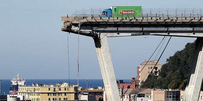 El puento colapsado en Génova el 15 de agosto de 2018.  REUTERS/Stefano Rellandini/