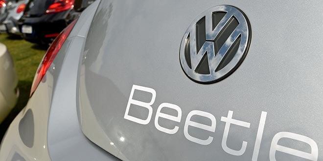 En la foto de archivo, el logo de un Volkswagen Beetle en el Mar Báltico, 20 de agosto de 2016. REUTERS/Fabian Bimmer