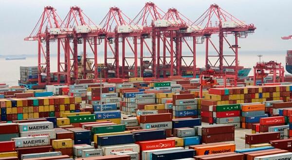 Creció superávit comercial de China con EEUU. En la imagen contenedores en el Puerto de Yangshan el 24 de abril de 2018. REUTERS/Aly Song