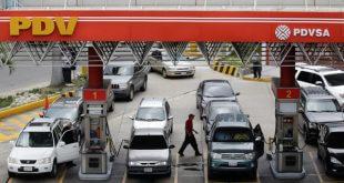 El plan piloto de venta de gasolina con el carnet de la patria y la huella dactilar se hará en 315 estaciones de servicios del país/Reuters