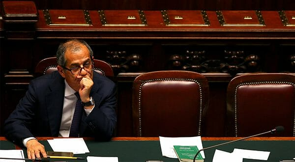 Preocupación en Europa por objetivo fiscal de Italia para los próximos tres años. En la imagen el ministro de Economía italiano, Giovanni Triam, en una sesión del Congreso en Roma/Reuters