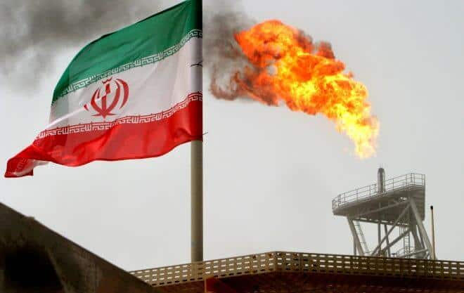 La oferta de petróleo condicionada porque los inversores sopesan un posible aumento en la producción de Arabia Saudita y Rusia.