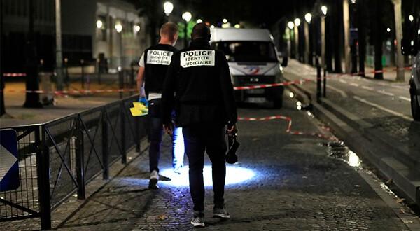 Las fuerzas policiales supervisan el perímetro donde se produjo el ataque/Reuters