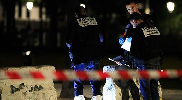 Personal de las fuerzas policiales investiga el atentado que dejó siete heridos/Reuters