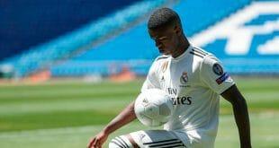 El entrenador del Real Madrid Julen Lopetegui convocó a Vinicius Jr. para el partido del sábado como local ante el Espanyol en la Liga
