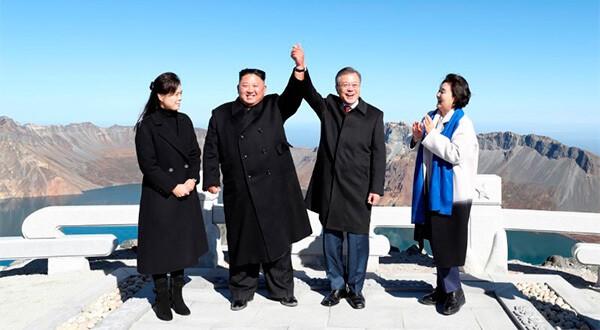 Los líderes de Corea del Sur y Corea del Norte subieron el Monte Paektu y visitaron el Lago del Cielo