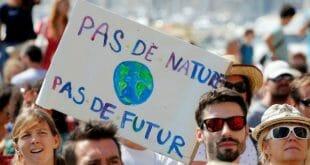 A la par de la marcha en Francia, otras 900 manifestaciones se realizan en todo el mundo