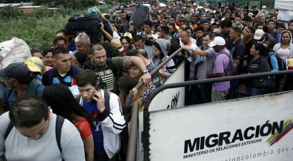 Acnur: Unos 5.000 venezolanos abandonan su país diariamente por la crisis/Reuters