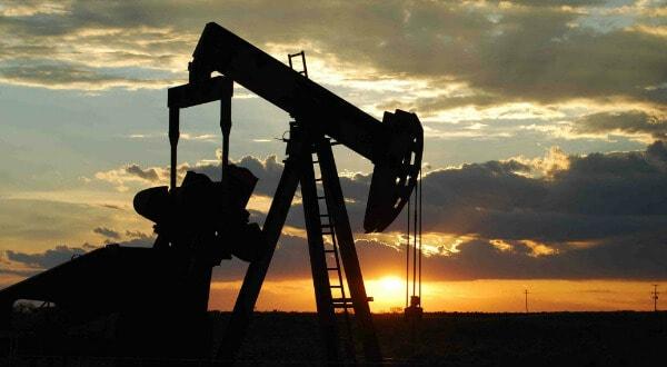 Donald Trump ejerce presiones para incrementar la producción de petróleo para bajar los precios de la gasolina antes de las elecciones del Congreso