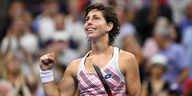 Carla Suárez Navarro salió victoriosa en su primer duelo de Grand Slam ante María Sharapova REUTERS