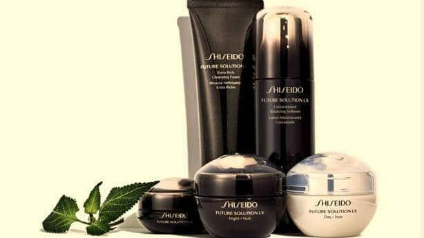 EL PODER DE LA LONGEVIDAD. La línea Future Solution LX de Shiseido es la que mejor representa la esencia de la marca en cuanto a tradición y respeto por los valores del Japón originario, y como máxima representación de la vanguardia tecnológica. Las investigaciones dieron como fruto la creación del activo antiedad definitivo.