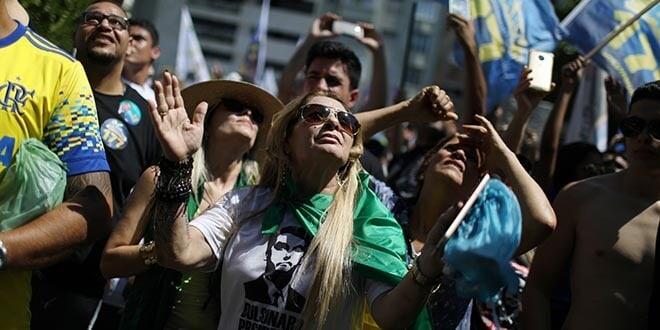 Simpatizantes del candidato presidencial Jair Bolsonaro asisten a un acto en Río de Janeiro, Brasil, 9 de septiembre de 2018. REUTERS/Pilar Olivares
