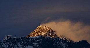 tormenta en el pico del himalaya