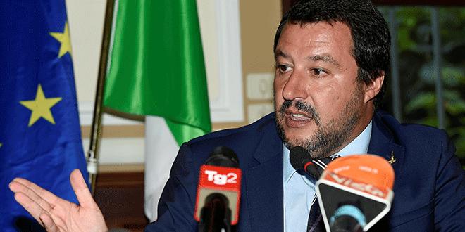 En la imagen de archivo, el ministro del Interior italiano, Matteo Salvini, en una reunión con el primer ministro húngaro, Viktor Orban, en Milán, Italia. REUTERS/Massimo Pinca/File Photo