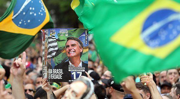 Ultraderechista Jair Bolsonaro aventaja por nueve puntos a candidato de izquierda Fernando Haddad/Reuters