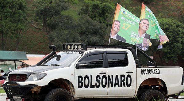 Campaña electoral en Brasil polarizada por un hombre detrás de las rejas y otro desde un hospital /Reuters